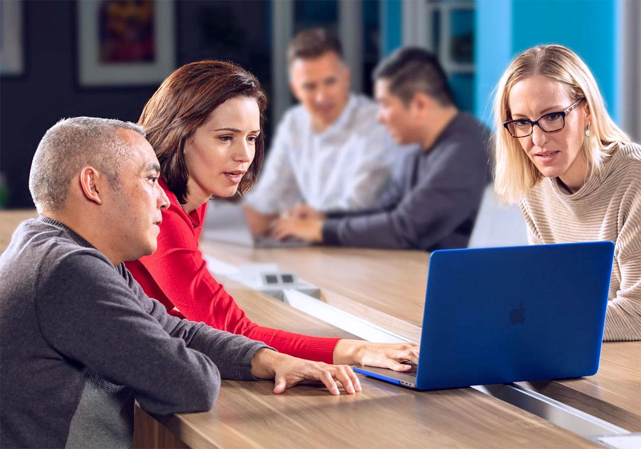blast consultants gather around laptop